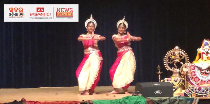 Two danseuses performing during Rath Yatra in North Carolina, USA