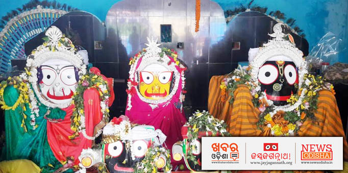 Jay Jagannath: Holy-Trinity-ornamented-in-silver-jewellery-and-garlands-of-flowers-and-tulasi-leaves