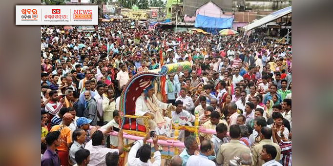 Devotees excited to see the king on occasion of Bahuda Yatra at Ranpur in Nayagarh
