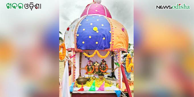 Trinity atop chariot in Udyabata in Paradeep in Jagatisnghpur after Bahuda Yatra