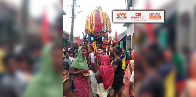 Devotees performing sankritan in front chariot at Sadangola in Delanga, Puri