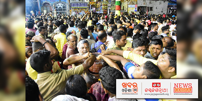 Devotees consuming the Holy Panna