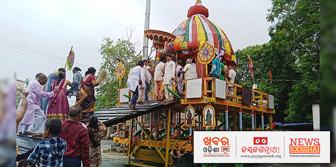 Devotees on  the chariot at Sambalpur.