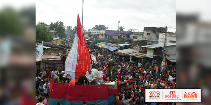 Devotees enthusiastically pull the chariot in Kallimela, Malkangiri
