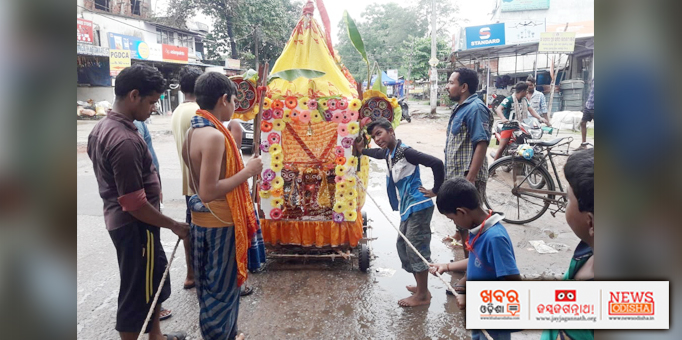 Little devotees rolling back chariot on Bahuda Yatra occasion at Balakati in Khordha
